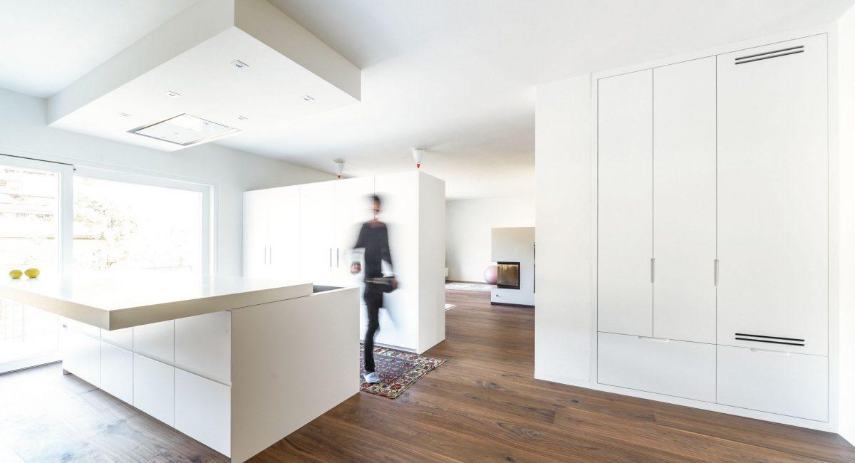 Nussbaum Landhausdielen verlegt in einer Küche